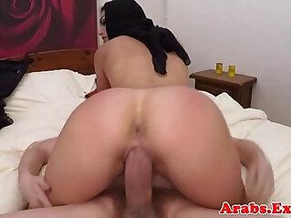 Arab babe sucks and fucks on camera for cash