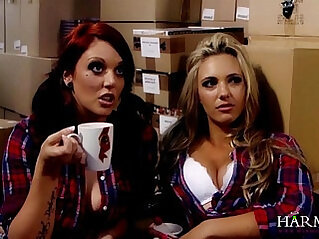 Hot Lesbian fuck with boss Samantha Bentley