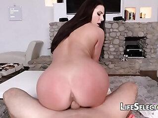 Busty blonde MILF Angela White enjoys foot fetish with her cotenant