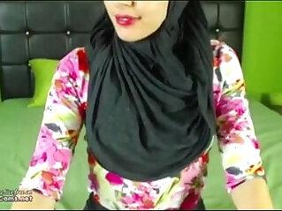 Real Hijab Arab Egypt Masturbates Her Creamy Arabic Pussy On Webcam