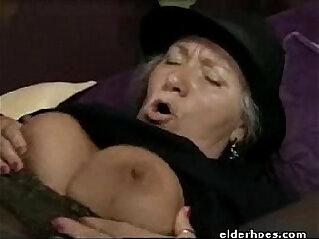 Mature Granny in hardcore action